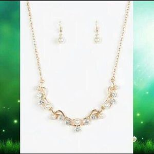 Tie The Knot Gold Necklace (fashion)